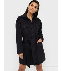 nly trend cargo coat dress fodralklänningar