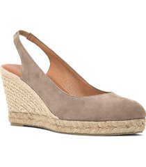 andre assous raisa slingback wedge pump, size 11 in taupe suede at nordstrom