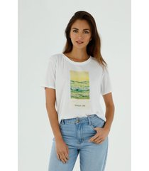 camiseta de mujer cuello redondo, manga corta con estampado beach life