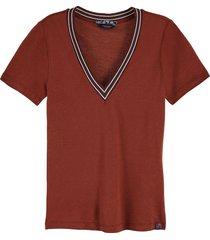 t-shirt v neck bruin