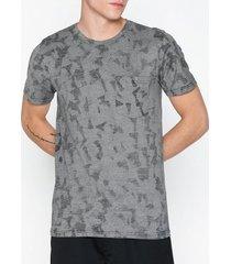 selected homme slhcamo aop ss o-neck tee w t-shirts & linnen mörk blå