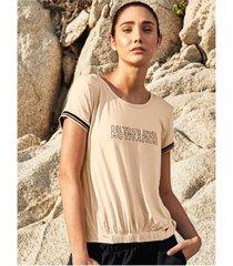camiseta con rib decorativo