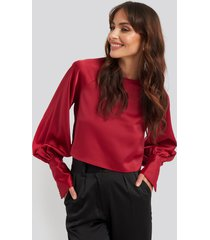 na-kd party cropped satin balloon sleeve blouse - red