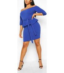 peplum midi-jurk met blote schouder in plusmaten, kobalt