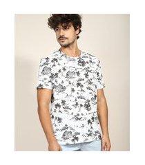camiseta masculina estampada de coqueiros e casas manga curta gola careca branca