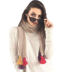 bufanda beige imagen óptica con borlas