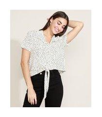 camisa feminina cropped estampada de poá com nó manga curta off white