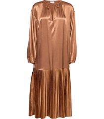 lemona knälång klänning brun by malene birger