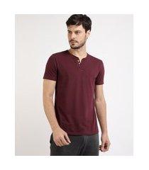 camiseta masculina básica manga curta gola v com botões vinho