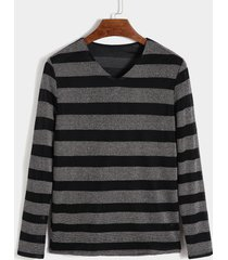 suéter de punto de rayas suaves con cuello en v para hombre