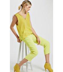 top de seda com decote v sem manga detalhe colissê ombro amarelo yoko
