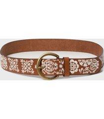 cinturón marrón desigual