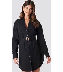 hannalicious x na-kd belted oversized linen look shirt dress - black