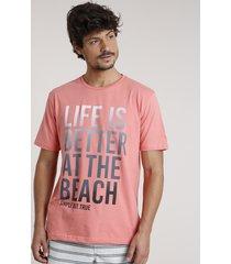 "camiseta masculina ""life is better at the beach"" manga curta gola careca coral"