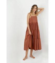 vestido de mujer, diseño midi con cuello recto de tiras, con cortes