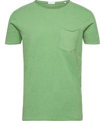 washed tee w?. pocket s/s t-shirts short-sleeved grön lindbergh