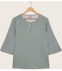 camiseta verde estampada azul 14
