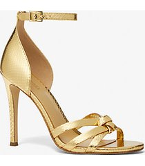 mk sandalo brinkley in pelle stampa serpente metallizzata - oro (oro) - michael kors
