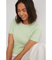 louise madsen x na-kd ekologisk bas-t-shirt - green