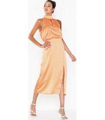 glamorous long satin dress loose fit