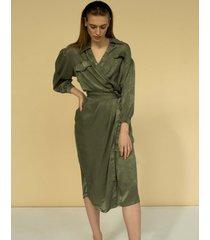 satynowa sukienka midi
