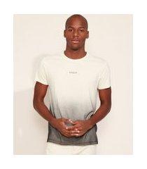 "camiseta masculina slim evolve"" com degradê manga curta gola careca kaki claro"""