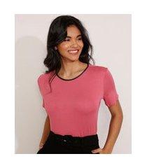 camiseta manga curta decote redondo contrastante rosa