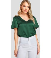 yoins blusa verde de satén de manga corta con cuello de pico