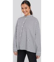 na-kd asymmetric oversized shirt - white,multicolor
