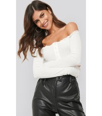 ivana santacruz x na-kd off shoulder babylock detail body - white