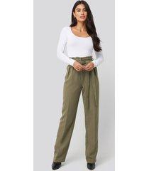dilara x na-kd tie waist wide pants - green