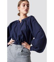 na-kd boho buttoned neckline oversize blouse - blue