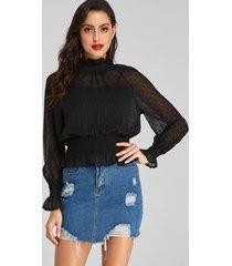blusa fruncida con cuello alto semitransparente negra