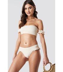 camille botten x na-kd frilled bikini bottom - white