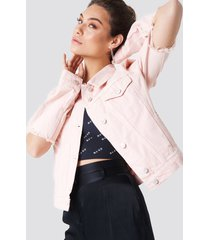 na-kd cut out sleeve denim jacket - pink