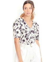 """camiseta de estampado floral a blanco y negro, cuello en """"v"""", manga corta color-multicolor-talla-xs"""