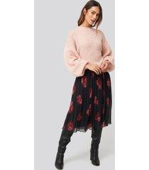 na-kd trend pleated sheer midi skirt - black,red