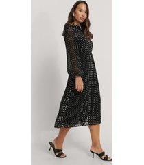 na-kd plisserad skjortklänning - black,multicolor