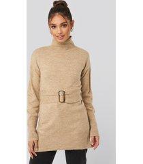 na-kd buckle belt knitted sweater - beige