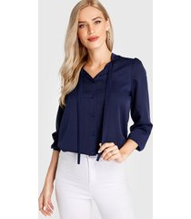 blusa de manga larga azul marino con lazo diseño