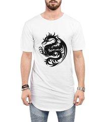camiseta criativa urbana long line oversized dragão tribal
