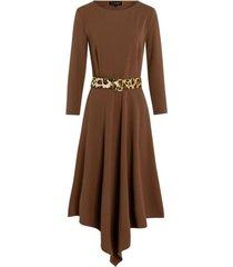 cognackleurige asymmetrische jurk
