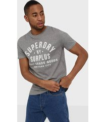 superdry surplus goods classic graphic tee t-shirts & linnen grey
