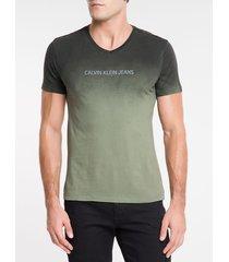 camiseta masculina decote v degradê preta calvin klein jeans - pp