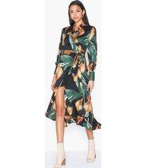 object collectors item objfania l/s flounce dress a q långärmade klänningar
