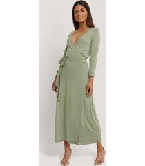 na-kd basic omlottklänning med knytning - green
