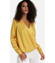 blusa de manga larga con cuello en v y diseño frontal cruzado amarillo