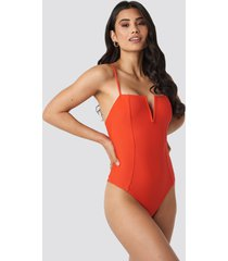 hannalicious x na-kd v-shape front seam swimsuit - red