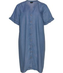 dress short sleeved plus lyocell buttons knälång klänning blå zizzi