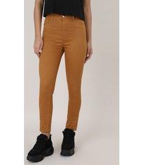 calça de sarja feminina sawary skinny com bolsos caramelo